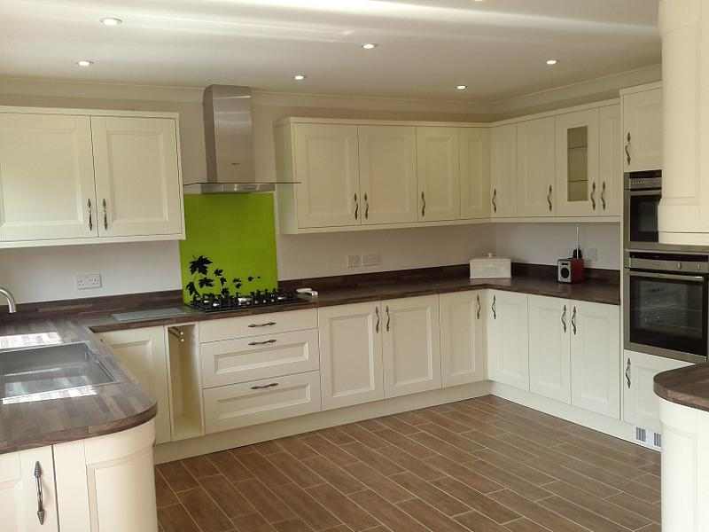 Richmond Ivory painted kitchen with laminate worktops
